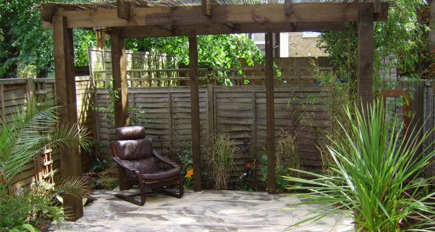 Screening to the buildings behind was provided by a rustic arbour over a chunky deck constructed from reclaimed railway sleepers