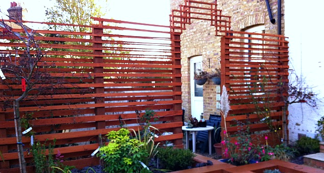 We changed the boundary trellis fence and created a new 'Art Deco' style arch.