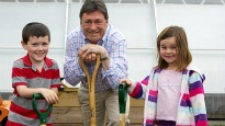 picture of children with Alan Titchmarsh