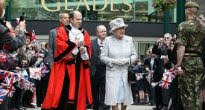 picture of the Queen outside the Glades in Bromley