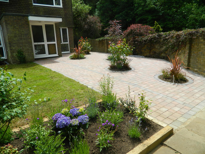 Landscaping in reigate for Garden design reigate