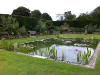 picture of sunken garden and pond at Hever Castle