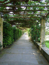 picture of walkway with overhanging Loggia at Hever Castle