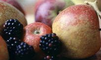 picture of apples and blackberries
