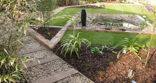 Here the angles of the planting bed, pond and path can clearly be seen
