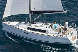 Oceanis 31/323 for yacht charter