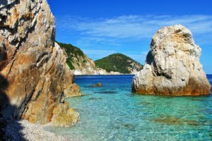 Charter a yacht in the stunning Tuscan Islands