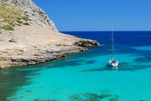Best sailing areas for inexperienced sailing holidays